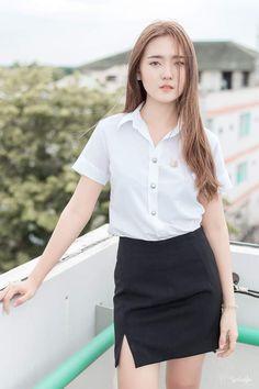 University Girl, Cute Girl Photo, Beautiful Asian Women, Asian Woman, Girl Photos, Cute Girls, Desi, Cool Outfits, Unif
