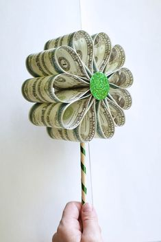10 Money Gift Ideas for Graduates - Graduation Money Ideas Board: Grad Source by . 10 Money Gift Ideas for Graduates - Creative Money Gifts, Cool Gifts, Diy Gifts, Unique Gifts, Ideas For Money Gifts, Useful Gifts, Money Bouquet, Gift Card Bouquet, Patron Couture