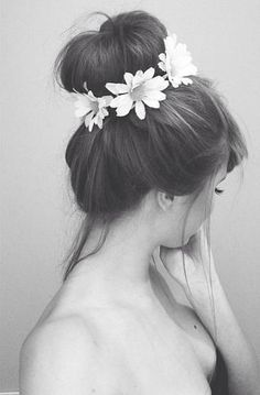 I would like my hair to look like this everyday. Flowers in my hair and all. << I wish my hair looked good like this My Hairstyle, Bun Hairstyles, Pretty Hairstyles, Hair Updo, Hair Buns, Flower Hairstyles, Wedding Hairstyles, Headband Hair, Black Hairstyles