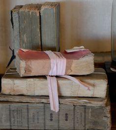 LOVE OLD BOOKS    http://brookegiannetti.typepad.com/.a/6a00e554d7b82788330167640af863970b-pi