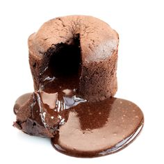 """dark chocolate """"coulant"""" Serves 6 eggs 160 g icing sugar 225 g sof Chocolate Fundido, Café Chocolate, Chocolate Lava Cake, Delicious Chocolate, Chocolate Lovers, Chocolate Desserts, Chocolate Factory, Food Cakes, Cupcake Cakes"""
