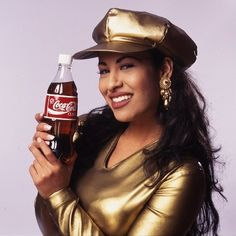 """Selena was a cultural idol to millions. When """"The Queen of Tejano Music"""" became a spokeswoman for Coca-Cola, it was a big deal. Not only was this young Latina the new face of an iconic American… Selena Quintanilla Perez, Divas, J Lopez, Selena Pictures, Selena Pics, Coca Cola Ad, Women Names, Queen, American Singers"""