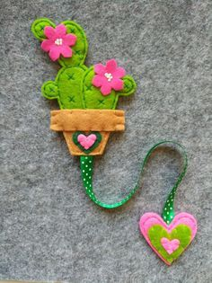 Ribbon bookmark with cactus, gift for readers, planner supplies, stocking stuffers, gift for teachers. Felt Crafts Patterns, Felt Crafts Diy, Felt Diy, Diy Crafts To Sell, Sewing Crafts, Felt Bookmark, Bookmark Craft, Diy Bookmarks, Ribbon Bookmarks