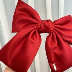 Red Hair Bow, Big Hair Bows, Making Hair Bows, Bow Hair Clips, Bow Clip, Fabric Bow Tutorial, Hair Bow Tutorial, Handmade Hair Accessories, Handmade Hair Bows