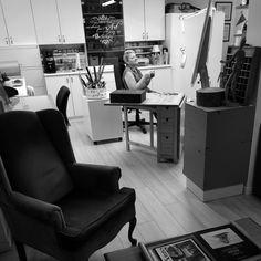 At work in the studio by a sunday morning.  Au travail par un beau dimanche matin. #soniaisabelle #artstudio #artist #drawing Sunday Morning, Studio, Desk, Drawing, Chair, Artist, Furniture, Home Decor, Desktop
