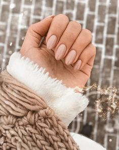 Semi-permanent varnish, false nails, patches: which manicure to choose? - My Nails Neutral Nails, Nude Nails, Acrylic Nails Nude, Beige Nails, Matte Nails, Acrylic Art, Nagel Piercing, Hair And Nails, My Nails