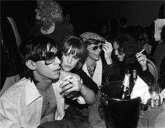 Iggy Pop con David Bowie en el Ocean club 1977 ( atrás Nancy Spungen) futura novia de Sid Vicious