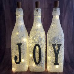 Light-up Snow Flocked Wine Bottles Girls Night Crafts, Craft Night, Quirky Art, Quirky Gifts, Wine Bottles, Glass Bottles, Christmas Craft Projects, Christmas Decor, Christmas Ideas