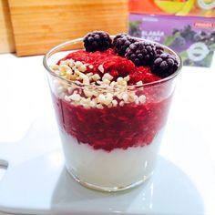 Jordgubbschia 1 portion  2 dl frysta jordgubbar 3-4 msk chiafrön 1 msk kokos 3 droppar stevia vanilj #AnjaForsnor
