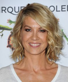 Jenna Elfman Hairstyle - Casual Medium Wavy. Click on the image to try on this hairstyle and view styling steps!