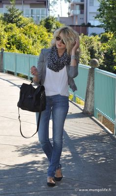 white tee, gray cardigan, leopard scarf, skinnies, black flats