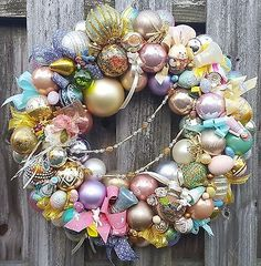 Vintage-24-034-Easter-Wreath-Glass-Wood-Ornament-Eggs-Bunnies-Rabbit-Birds-Holiday