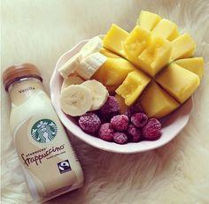 healthy fruity snack alongside a Starbucks Frappuccino I Love Food, Good Food, Yummy Food, Fruit Smoothies, Healthy Snacks, Healthy Eating, Healthy Recipes, Healthy Breakfasts, Tumblr Food