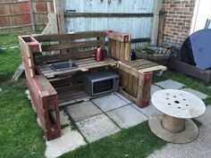 DIY Pallet Mud Kitchen | 101 Pallet Ideas