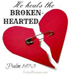 He heals the broken-hearted Psalm Church Bulletin Boards, Preschool Bulletin Boards, Bullentin Boards, Jesus Heals, Jesus Calling, Healing Heart, Prayer Book, Sunday School Crafts