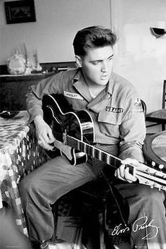 Elvis-Presley-in-US-Army-Uniform-Playing-Guitar-Famous-Photo-24x36-Poster-Print