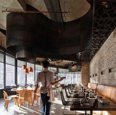 Un restaurant rutilant, design, moderne au cœur de Brisbane en Australie et que l'on doit à Woods Bagot.