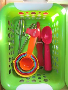 Hang a curtain rod in the kitchen between the fridge and the wall and use the hooks and baskets to organize these utensils Dollar Tree Finds, Best Savings, Curtain Rods, Organization, Organizing, Getting Organized, Dollar Stores, Utensils, Creative