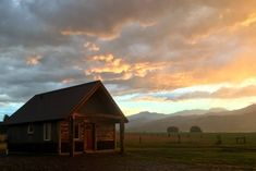 Best view of sunsets and afternoon thunderstorms! 10% discount for CC families