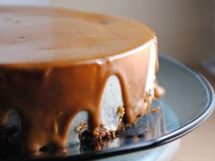 cheesecake covered in dulce de leche