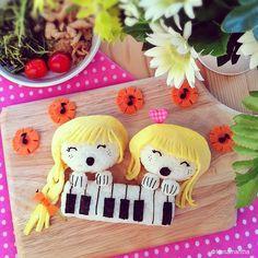 Bambine al pianoforte (idee-per-far-mangiare-verdure-ai-bambini) by Samantha Lee