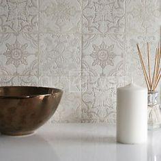 marokkanische-Fliesen-Geometrisch-Fliesen-effekt-Tapete-in-grau-Beige-Creme
