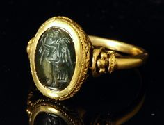 Roman intaglio prase rising gold ring. Goddess Victory.2nd century A.D.