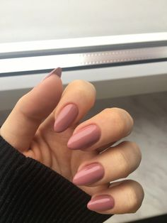 Semi-permanent varnish, false nails, patches: which manicure to choose? - My Nails Acrylic Nail Shapes, Cute Acrylic Nails, Matte Nails, Glitter Nails, Hair And Nails, My Nails, Dream Nails, Short Nail Designs, Nagel Gel