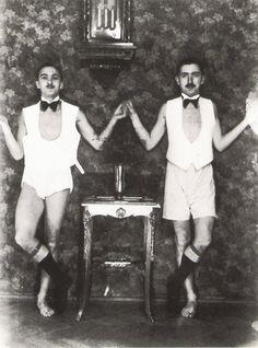Do arquivo de Sandor Kardos - 1930/40. Dois rapazes de famílias ricas judias; morreram num campo de concentração alemão.