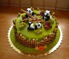 1001 ideas for choosing the best cake for kids cake decorating recipes kuchen kindergeburtstag cakes ideas Panda Bear Cake, Bolo Panda, Panda Cakes, Bear Cakes, Pretty Cakes, Cute Cakes, Fondant Cakes, Cupcake Cakes, Kid Cakes
