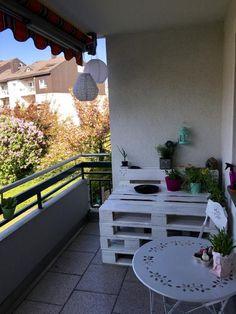 Eine Tolle DIY Idee Für Den Balkon! Diese Lackierte DIY Bank Aus Palletten