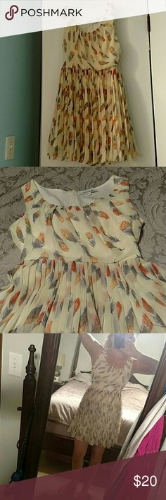 Feather, pleated, great Fall dress Beige pleated dress with orange and grayish blue feathers. Worn once great condition Forever 21 Dresses