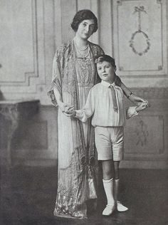 Lady Dalrymple (born Margaret Anna MacTaggart-Stewart) with son Charles Dalrymple (later Baronet of New Hailes), 1924