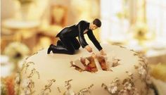 sooo lustig...! 18 Quirky Wedding Cake Toppers - From Custom Bridal Bobbleheads to Angry Bird Cake Toppers (TOPLIST)