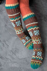 nordic wool socks - because knee high socks I love almost as much as legwarmers - Super knitting Fair Isle Knitting, Knitting Socks, Hand Knitting, Knitting Patterns, Cozy Socks, Winter Socks, Colorful Socks, Knitting Projects, Mittens