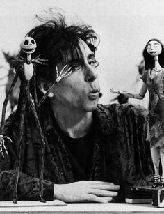 "Tim Burton with Jack e Sally of ""Nightmare before Christmas"" Black and white Estilo Tim Burton, Art Tim Burton, Tim Burton Stil, Tim Burton Kunst, Film Tim Burton, Tim Burton Poems, Tim Burton Characters, Film D'animation, Film Serie"