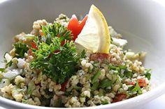 El Mashi es uno de los guisos emblemáticos de la cocina egipcia.Popular,sabroso y sencillo de preparar,entronca directamente con los arroces con frutas y frutos secos que se preparan en todo el norte de Africa.La carne aderezada con nuez moscada y canela,impregnada con los aromas de los frutos secos,aporta un inequívoco carácter distintivo. http://sobreegipto.com/2015/02/16/mashi-delicioso-arroz-egipcio/ https://www.youtube.com/watch?v=I-8y0pDDsoQ http://www.faraones.net/cocina.htm