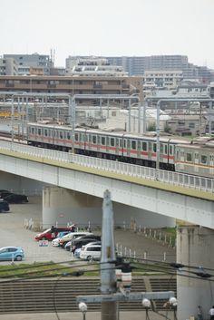 東急目黒線(三田線車両)  東京東横線(副都心線車両)の並走