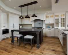 Open Beach Style Woodharbor Kitchen Features Somerlake Door With Benjamin Moore White Dove And Slate