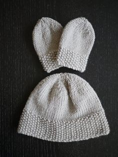 The Mucky MacBook: Knitting for newborns: Simple hat and mitts set. My first knitting project, hooray for finishing, love this little set! Baby Hat And Mittens, Baby Hats Knitting, Knitting For Kids, Baby Knitting Patterns, Free Knitting, Knitting Projects, Knitted Hats, Crochet Patterns, Knit Or Crochet