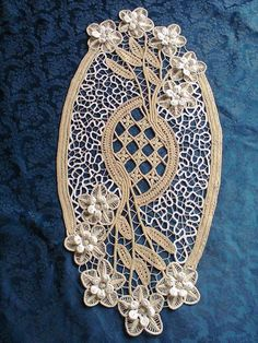 Beautiful example of Romanian point lace crochet Freeform Crochet, Irish Crochet, Crochet Doilies, Crochet Lace, Hungarian Embroidery, Lace Embroidery, Needle Lace, Bobbin Lace, Macrame Patterns