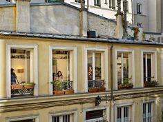 Gail Albert Halaban: Paris Views Rue du Faubourgdu-Temple, Paris-11e, 31 octubre, 2012.
