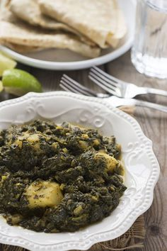 Aloo Palak (Potato Spinach Curry), amazing taste of this Indian dish, easy to prepare potatoes and spinach are cooked in aromatic spices!