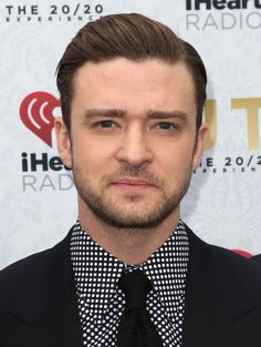 Check Out 20 Best Mens Hairstyles For Round Faces. A round face is portrayed by almost equivalent width and tallness, full cheekbones, and an adjusted jaw. This face shape has a tendency to need precise peculiarities and unmistakable lines. Round Face Men, Short Hair Cuts For Round Faces, Round Face Haircuts, Hairstyles For Round Faces, Cool Hairstyles For Men, Cool Haircuts, Haircuts For Men, Straight Hairstyles, Men's Hairstyles