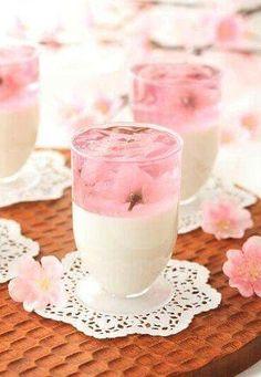 Easy dessert 簡単♬ Sakura cherry blossoms petals dance with apricot tofu 桜のひらひら杏仁豆腐 Japanese Sweets, Japanese Snacks, Japanese Wagashi, Japanese Drinks, Dessert Drinks, Dessert Recipes, Cute Food, Yummy Food, Coconut Dessert
