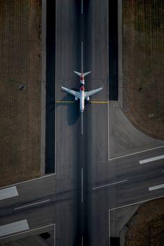 Qantas Boeing 737-838 VH-XZJ on RWY12, holding short of 05/23, at Adelaide-International. Epson AIPP SA Professional Photography Gold Award Winner. (Photo: Simon Casson)