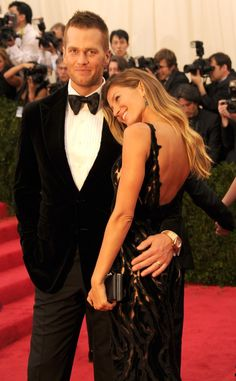 Pin for Later: All the Met Gala's Sexiest, Sweetest Couple Moments Tom Brady and Gisele Bündchen Tom and Gisele easily won the award for most nonstop PDA at the Met Gala; the couple got supersweet on the red carpet while taking photos together.