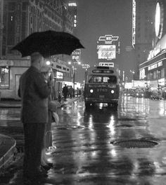 Times Square on a rainy night. - Times Square on a rainy night - Vintage New York, Vintage Hollywood, Rain Photography, Street Photography, Insect Photography, Travel Photography, Old Photos, Vintage Photos, Cities