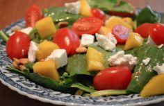 Spinazie salade met geitenkaas en mango
