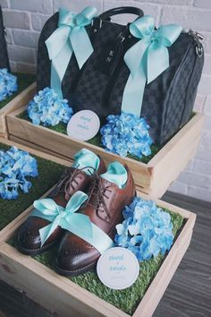 Classy with blue ribbons and flowers wedding trousseau ideas Wedding Gift Hampers, Wedding Gift Wrapping, Wedding Gift Boxes, Indian Wedding Gifts, Trousseau Packing, Gift Packaging, Packaging Ideas, Wedding Packaging, Marriage Decoration